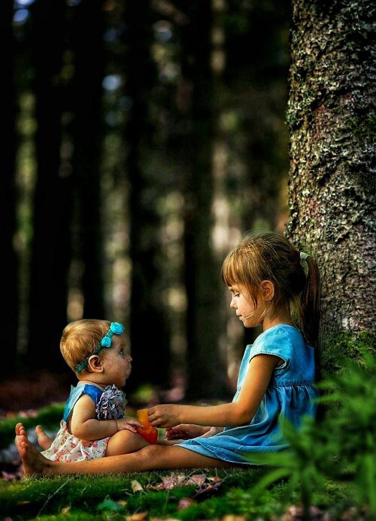 children, sitting, trees